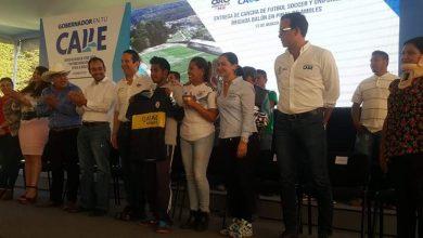 Photo of FDS Entrega cancha de fútbol y uniformes en la Sierra