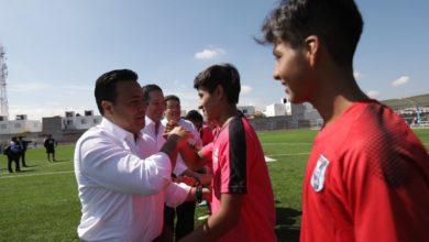 Photo of Entrega Nava cancha de futbol en el COBAQ 17.