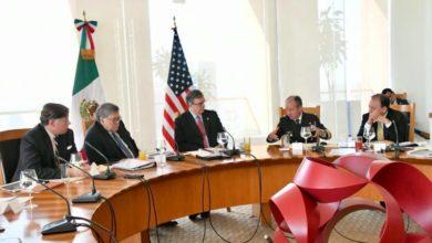 """Photo of """"Acetona, amoníaco, ácido sulfúrico … ¿Y esto la gente lo ingiere voluntariamente?"""": embajador de EEUU"""