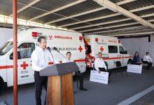 Photo of Entrega gobierno de Querétaro dos ambulancias a la Cruz Roja
