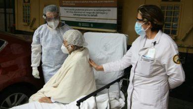 Photo of Paciente de 65 años de edad, vence al COVID-19 con protocolo experimental de plasma: IMSS