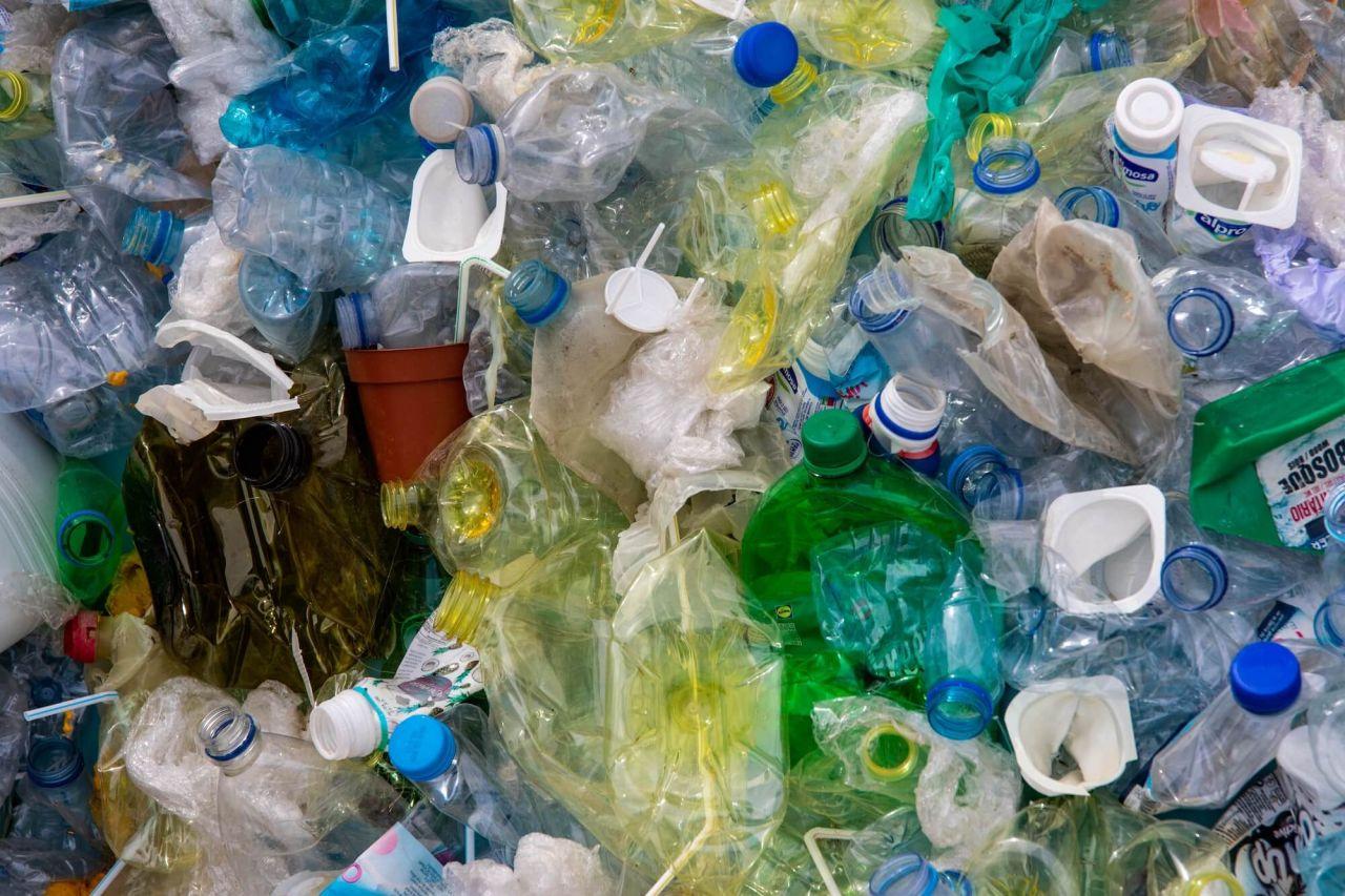 Experta de la ONU pide a jóvenes de la UAQ exigir agenda ambiental a políticos