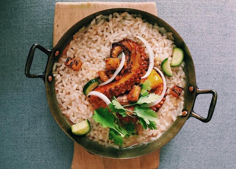Dongu es una propuesta de cocina mexicana contemporánea creada por el Chef Ricardo Flores, egresado de la Universidad Mondragón México.